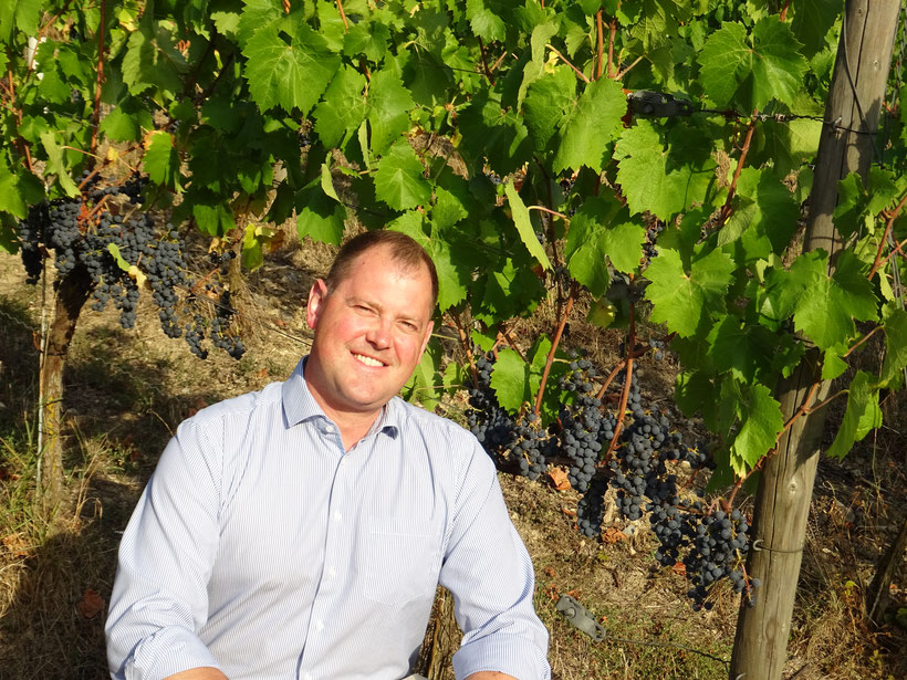 Christian Hiller von Weinbau Hiller mit seinen puristischen Weinen aus den Muschelkalk Weinbergen in Randersacker