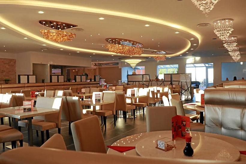 Modernes asiatisches Restaurant mit Selbstbedienungs-Buffet
