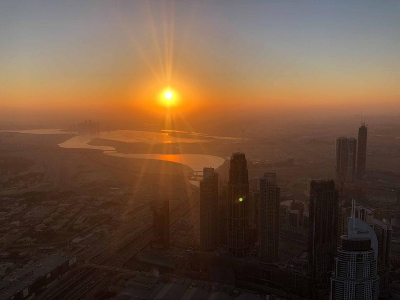 Sun Rise at Burj Khalifa in Dubai - travelbees.de