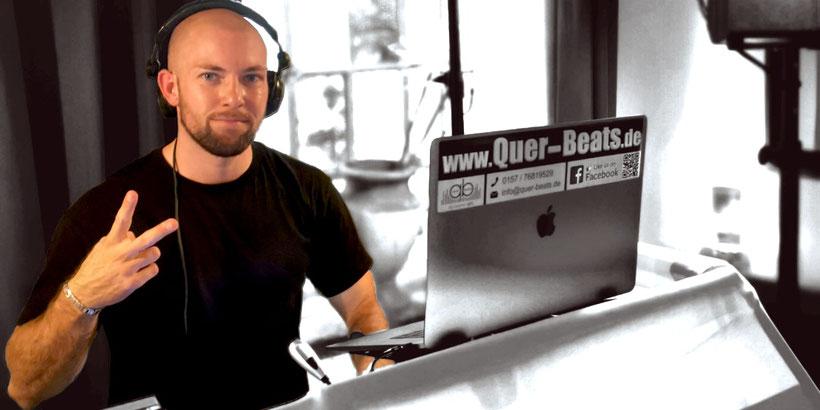 Musik auflegen / DJ Pult / tanzen / Logo / DJ Tobi