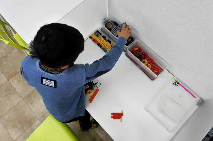 パソコン教室スタディPCネット大分高城校で開校している、子ども向けロボットプログラミング教室「ヒューマンアカデミーロボット教室」写真1