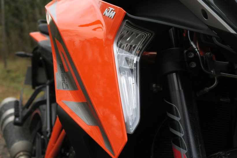 Feux cornering de la KTM 1290 Superduke GT