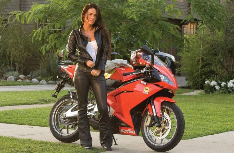 mode féminine, Les femmes à moto sont féminines et sexy