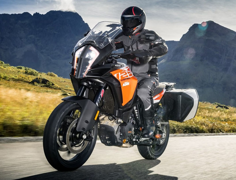KTM 1290 Adventure équipée d'un phare full led