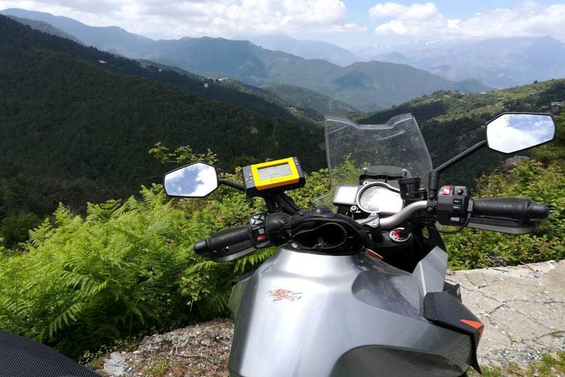 La Corse à moto.