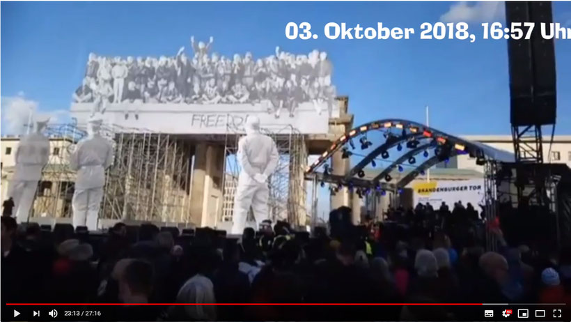 vor dem Brandenburger Tor !