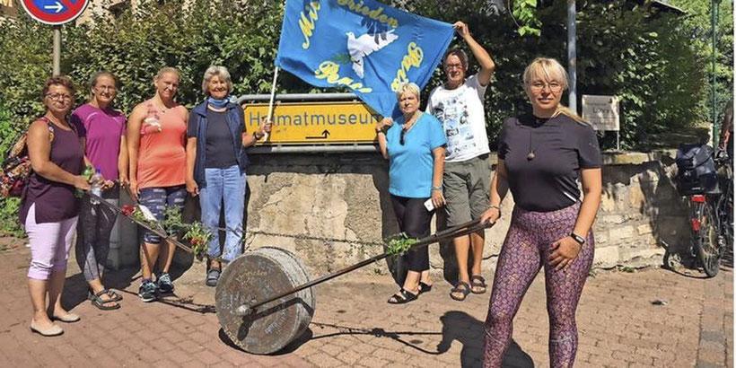 Am Sonntagvormittag ist der rollende Stein am Heimatmuseum Ronnenberg eingetroffen. Quelle: Heidi Rabenhorst