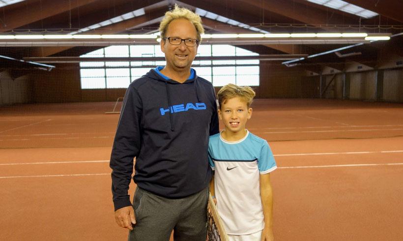 Trainer Markus Nagel mit dem amtierenden Landesmeister U10 Luca Larwig