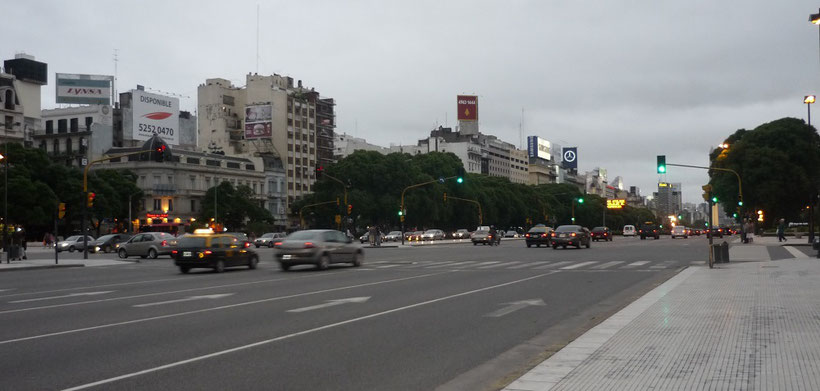What to see and do in Buenos Aires - Avenida 9 de Julio