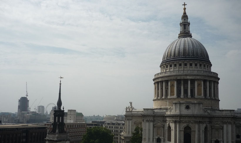 Aussicht vom Shopping Center One New Change auf die St. Pauls Kathedrale in London