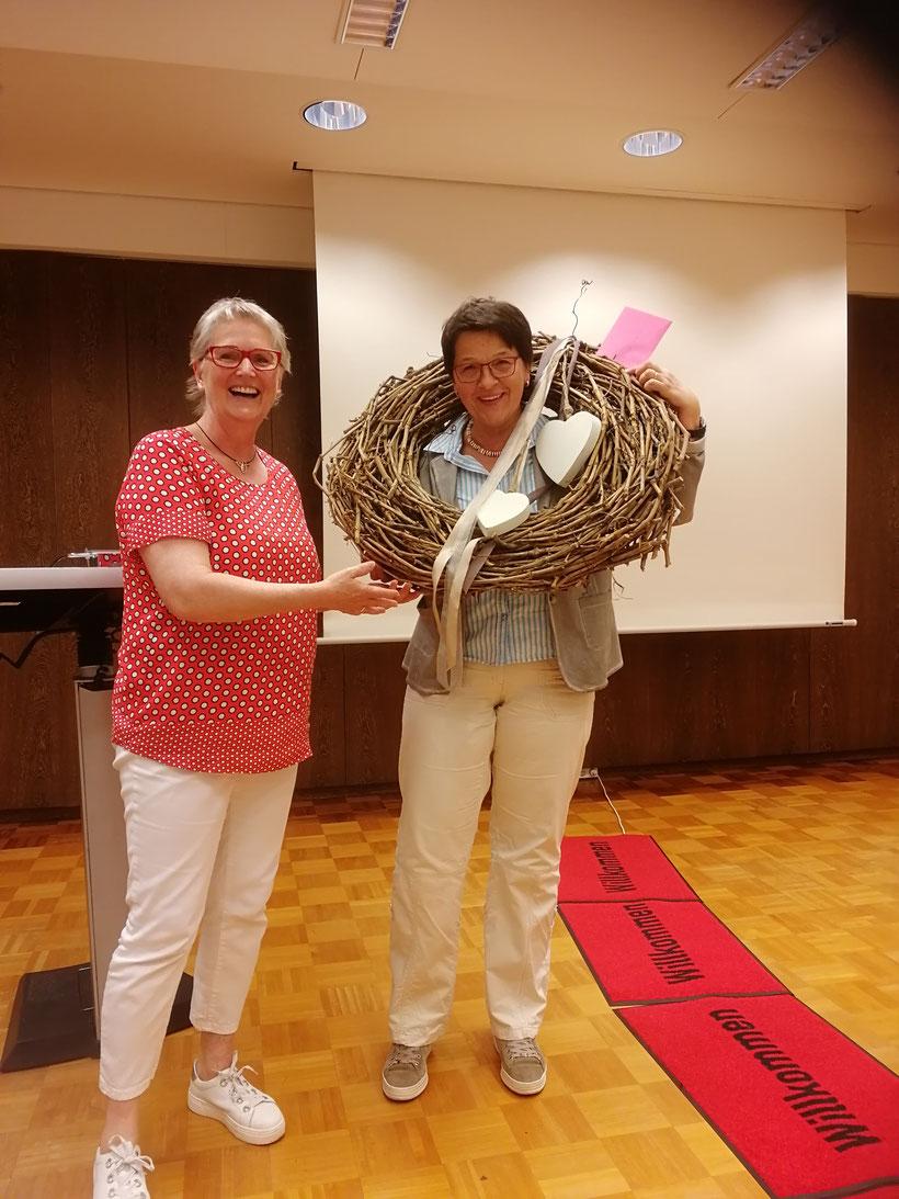 Herzlichen Dank an Karin Reinking für 25 Jahre zuverlässige und kompetente Begleitung des Stader Kreislandfrauen. Auf viele weitere erfolgreiche Jahre!