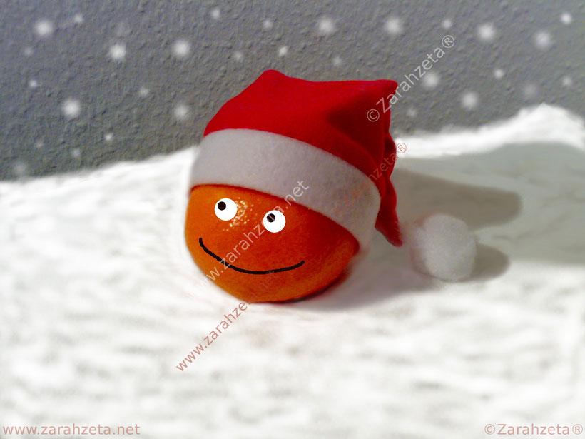 Orange mit Smiley und Weihnachtsmütze