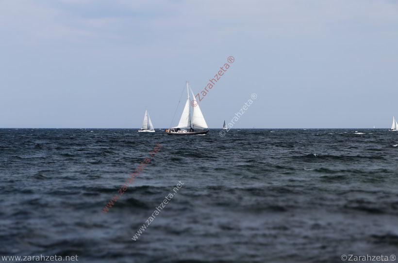 Segelboote auf der Ostsee bei leichter Brise