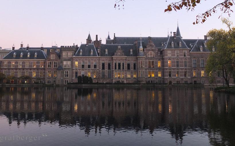 Der Binnenhof in der Abenddämmerung
