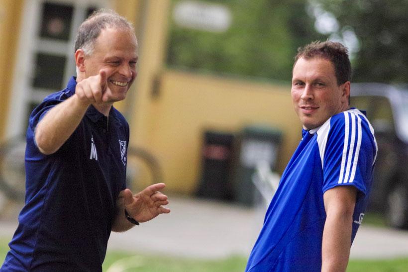 Clarence Seedorf, Martin Scheder mit Traumtor, Trainer Michael Ohr grinst über beide Backen
