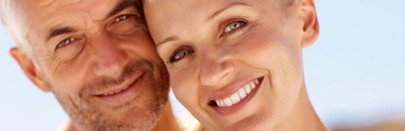 Bis zu welchem Alter sind kieferorthopädische Behandlungen für Erwachsene möglich? (© Yuri Arcurs - Fotolia.com))