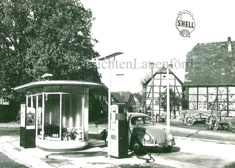 Tankstelle Strinz mit dem Glasoval - damals absolut futuristisch