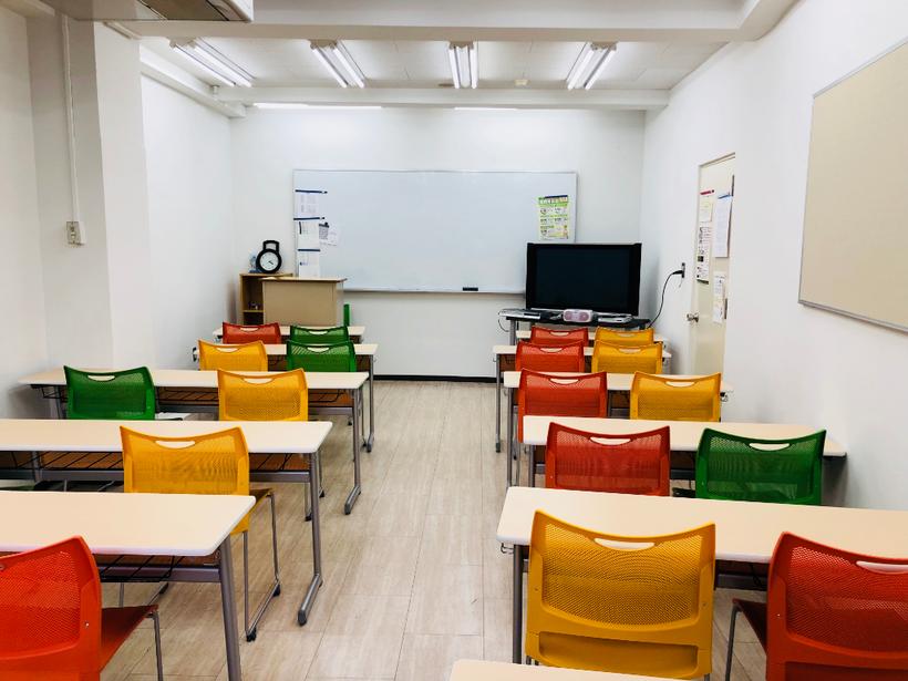 当学苑の教室です。