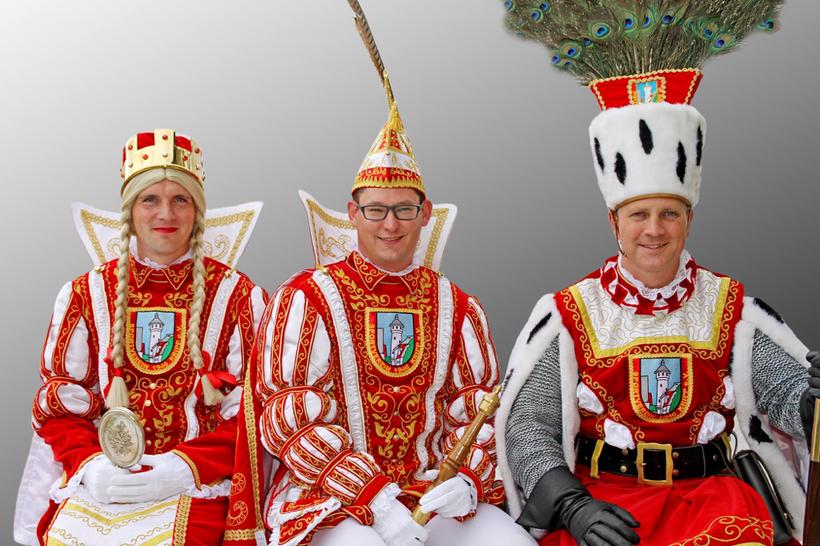 Das Kripper Dreigestirn 2017: Prinz Axel I. (Blumenstein), Bauer Jörg (Klapdohr) und Jungfrau Andrea(s) (Beyer).
