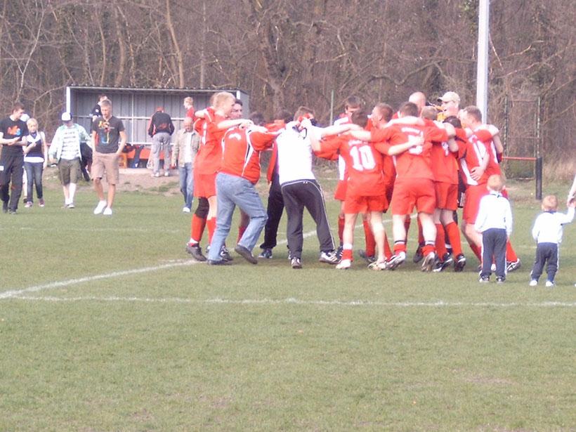 Nach dem Sieg gegen die zweite Mannschaft von Lok