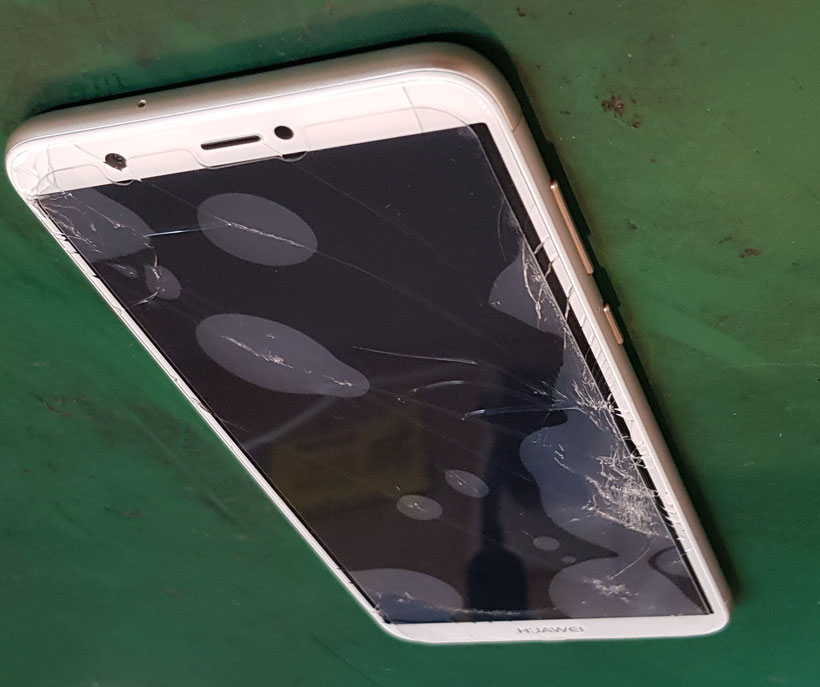 Huawei nova lite2フロントパネルガラス割れ
