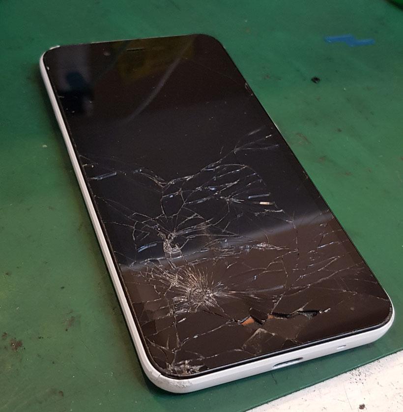 ガラス割れ内部露出で起動不安定のシャープAndroidone S3