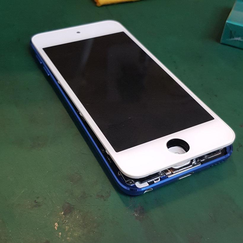 iPod Touch 6内蔵バッテリーが膨張してリフトアップされて画面が浮いてしまった