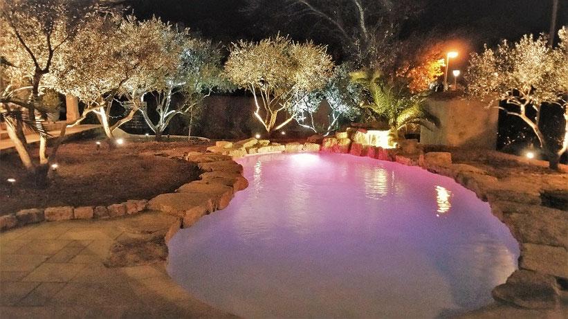 éclairage piscine et oliviers