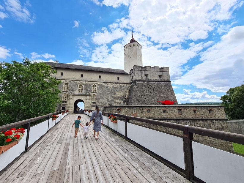 Der Eingang zur Burg Forchtenstein