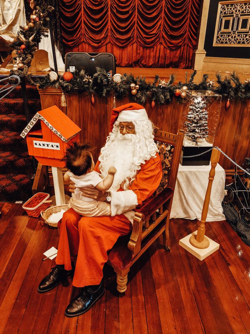 Der Cambridge Weihnachtsmann mit MC
