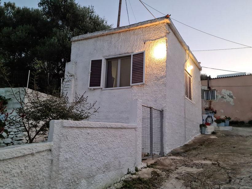 Unser kleines Steinhäuschen mit Küche und 3 Betten in Kissamos