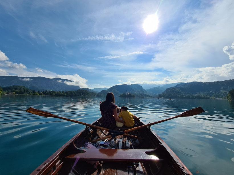 Ruderbootsfahrt am Bleder See