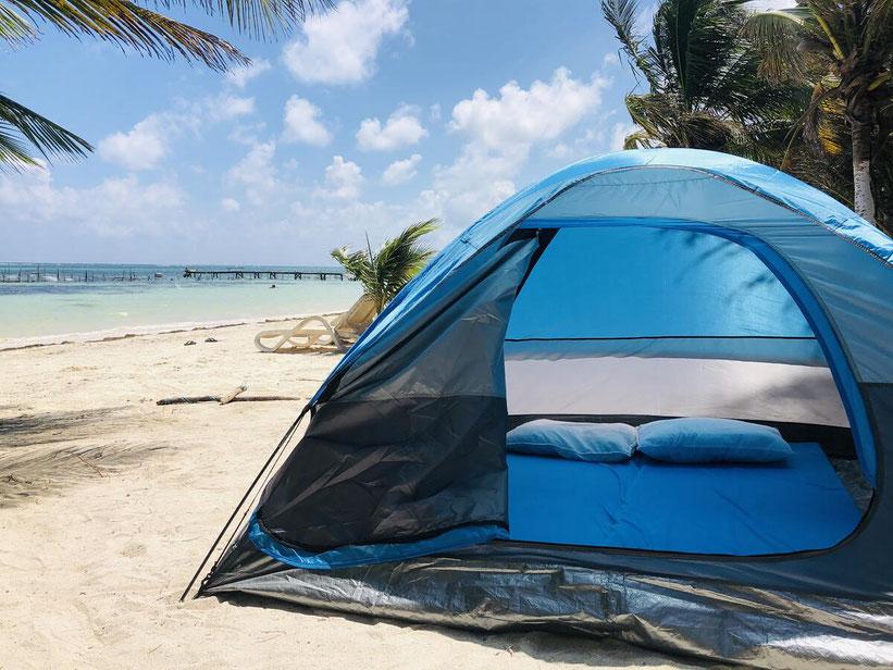 Zelt für zwei Erwachsene direkt am Strand