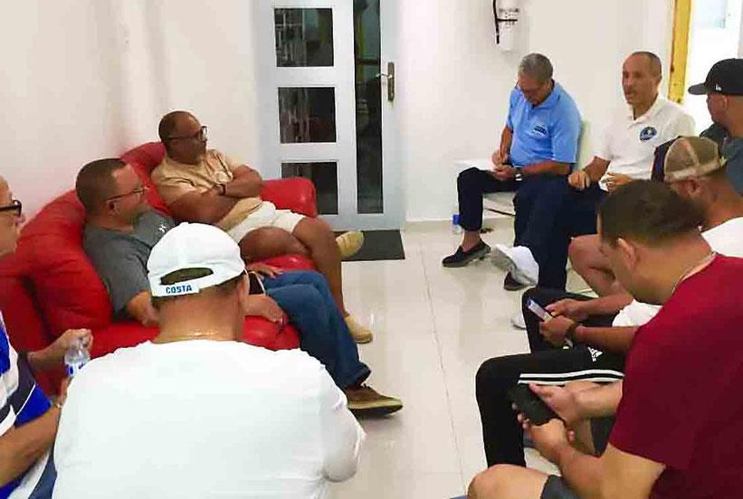 La reunión comenzó con el agradecimiento de la directiva de la Liga Puertorriqueña a los principales líderes de los árbitros nacionales / Foto por la Oficina de Prensa y Mercadeo de la LPV