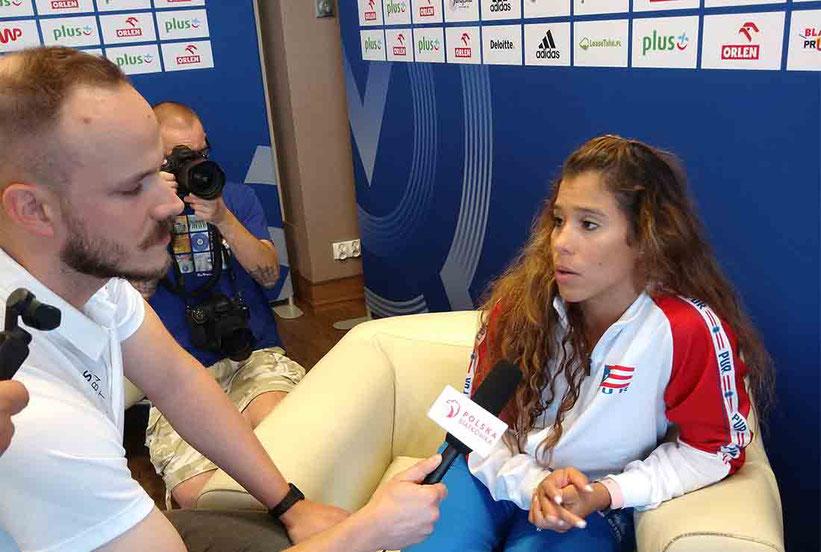 La capitana, Natalia Valentín en una sección de preguntas con diferentes medios locales / Foto por FPV