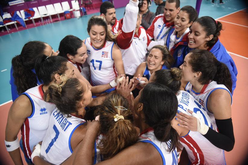 Las Nenas de Puerto Rico celebran su quinto lugar en Lima / foto por Norceca