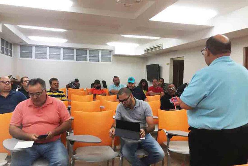 Noel Nazario, Director de Torneo de la LPV dirige la reunion donde se aprobo el calendario de la temporada regular / foto suministrada por LPV