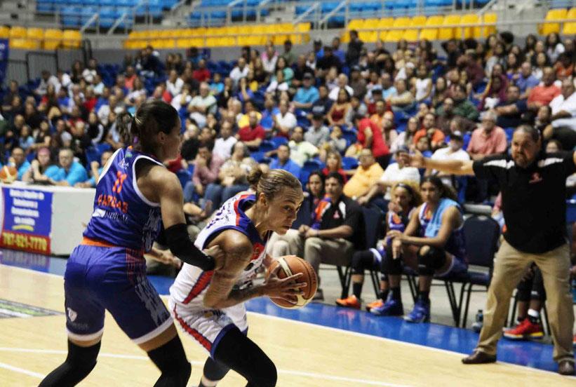Jazmon Gwathmey fue la mejor del encuentro con 22 puntos en la victoria de las Atenienses sobre Santurce / foto por BSNF