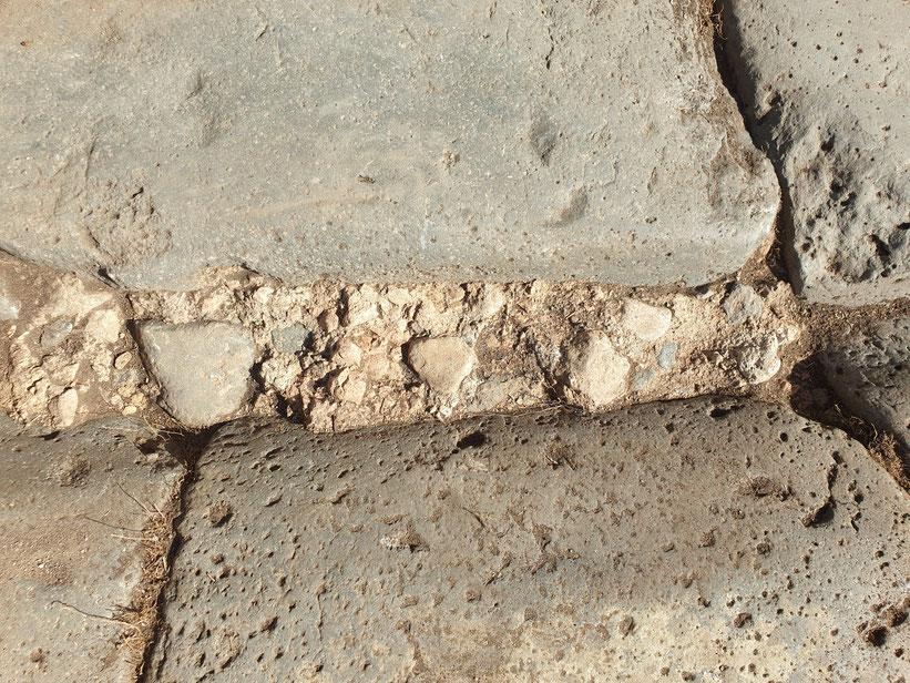 Riparazione romana tardo-antica di solchi molto profondi con coccio pesto