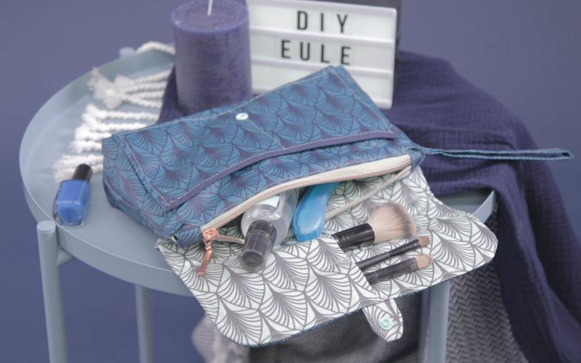 #KulturtascheKunigunde aus dem #DIYeuleBuch : Kosmetiktasche nähen aus Wachstuch. Der beschichtete Stoff der Kulturtasche ist wasserabweisend. Die Kosmetiktasche hat viele Fächer, einen Reißverschluss, eine Schlaufe. Schnittmuster  Anleitung von DIY Eule.