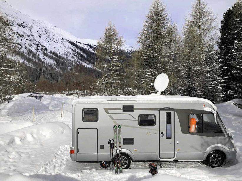 Hymer Wohnmobil Winter Campingplatz Morteratsch Engadin St. Moritz