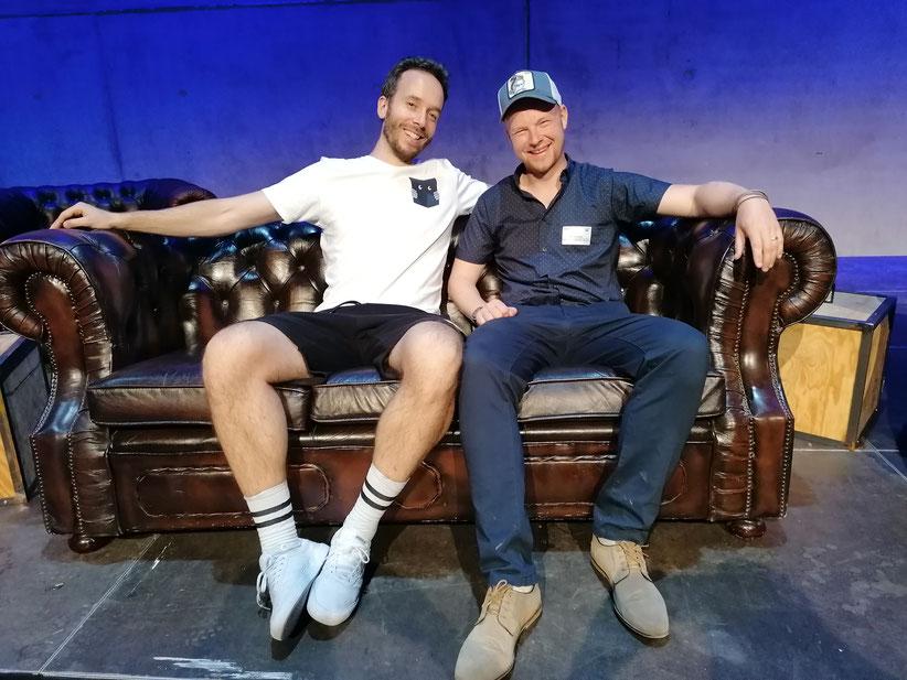 Philipp und Michael auf dem Bühnensofa der OMR Roadshow in den Stuttgarter Wagenhallen