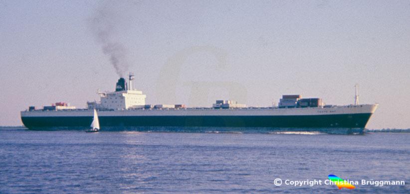 OCL Containerschiff der 3. Generation TOKYO BAY auf der Elbe 1986