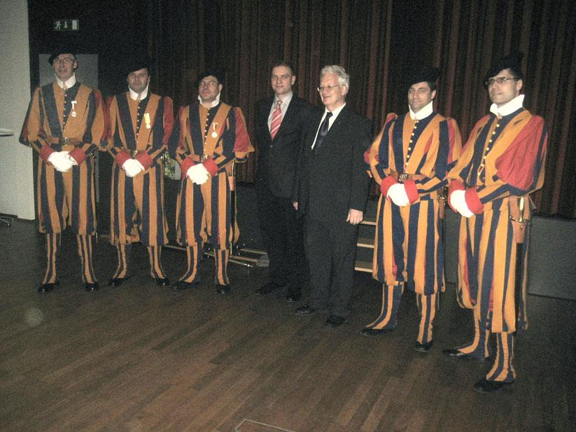 v.l.n.r. Fridolin Wildhaber, Bruno Schaad, Bernhad Carlen, Diakon Carsten Gross, Weihbischof Mgr. Martin Gächter, Thomas Mächler, Roman Dörr