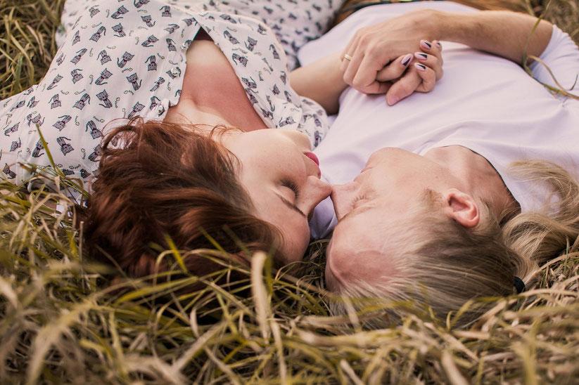 Bindung durch Sicherheit und das BIndungshormon Oxytocin in der Paarliebe, Elternliebe, Selbstliebe lernen