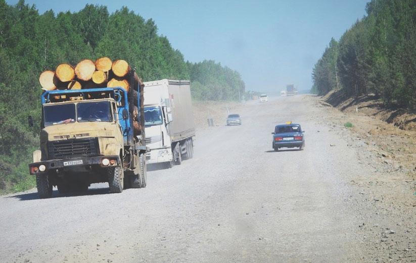 bigousteppes russie route sable lada camion