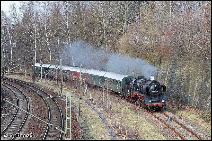 Standortwechsel: Von der Brücke Zschopauer Straße aus wurde der Zug nochmals erwartet