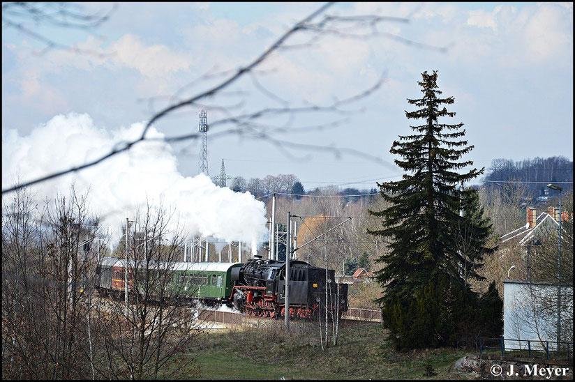 Die Hinfahrt wurde in Chemnitz-Hilbersdorf dokumentiert. Hier fährt der Zug gerade in den Bahnhof ein