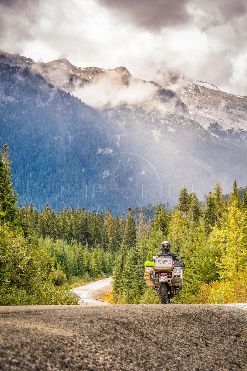 Destination Unknown   Mit unbekanntem Ziel   British Columbia   Canada   Motorrad-Abenteuer-Fotografie   Motorcycle ADV Photography   Poster & Leinwände
