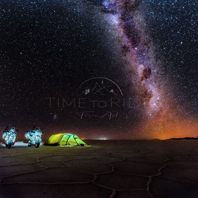 Million-Star Hotel | Limited Edition | Camping on the Salar de Uyuni in Bolivia with a million stars along the milkyway above us | Motorrad-Abenteuer-Fotografie | Motorcycle ADV Photography | Photography of the Year